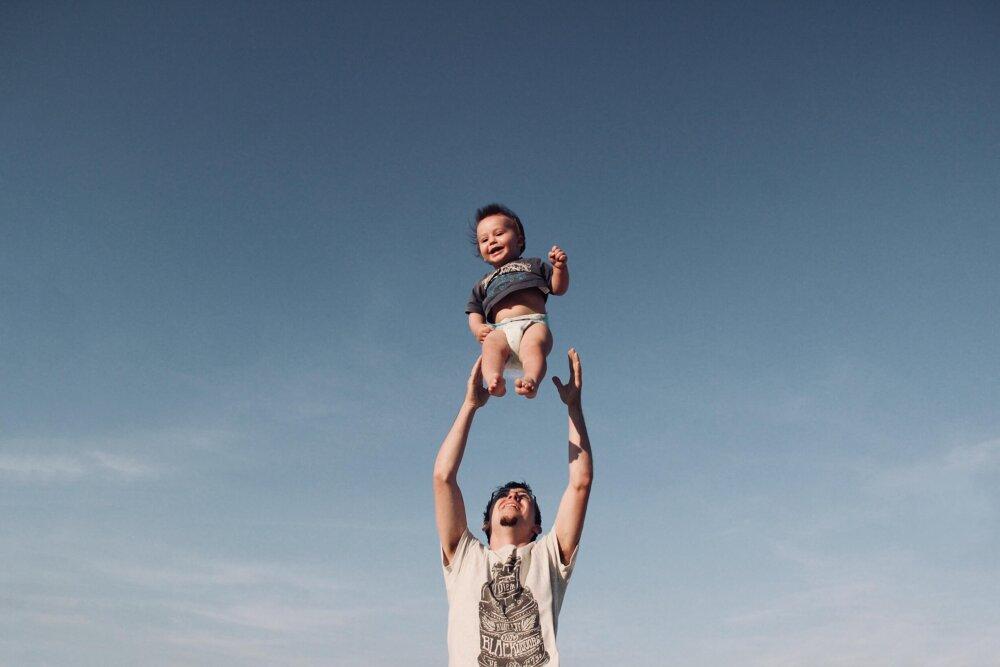 Ребенок летает